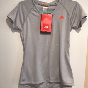New with tag The North Face T-shirt